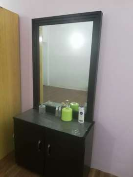 dressing table in perfect condition