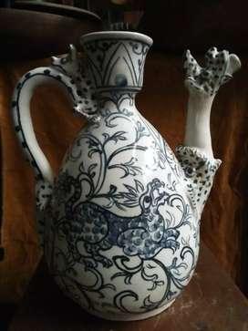 Vas / Guci antik biru putih motif Naga wow