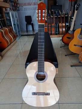 Yamaha C-330 Gitar Klasik Nilon