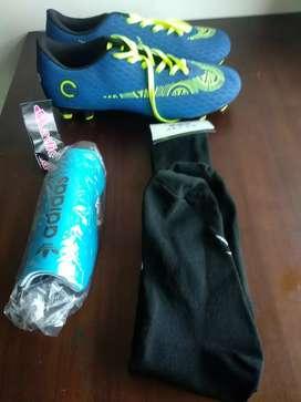 Sepatu bola dan kelengkapannya