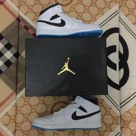 Nike Air Jordan 1 Mid Laser Blue