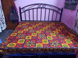 Cosy Iron bed