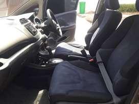 Honda Jazz 1.5 S A/T Abu Abu Metalik 2011 Pajak panjang A/n Pibadi