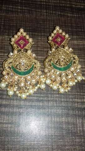 Beautiful fashion earrings for ladies.