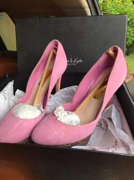 sepatu charles & keith pink