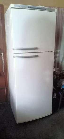Double door fridge company seimens