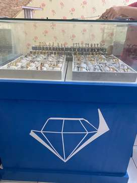 Etalase perhiasan (nego)