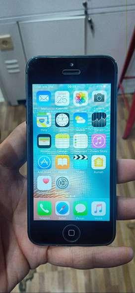 Iphone 5 64GB Bekas Kondisi Normal Mulus Bawaan Hp dan Casan