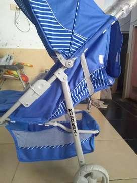 Stroller bayi warna biru kondisi 90% masih bagus