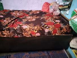 Single bed good condition 6 month old