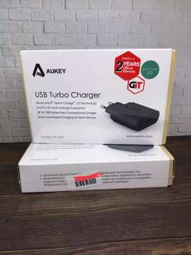Aukey USB Wall Charger PA-U28 Quick Charge 2.0 fast charging 18w