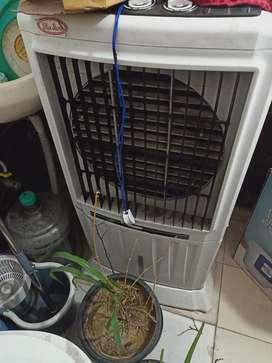 Plastic cooler 1 yr old