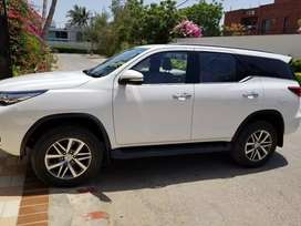 Toyota fortuner 2017 super white like new 4wd
