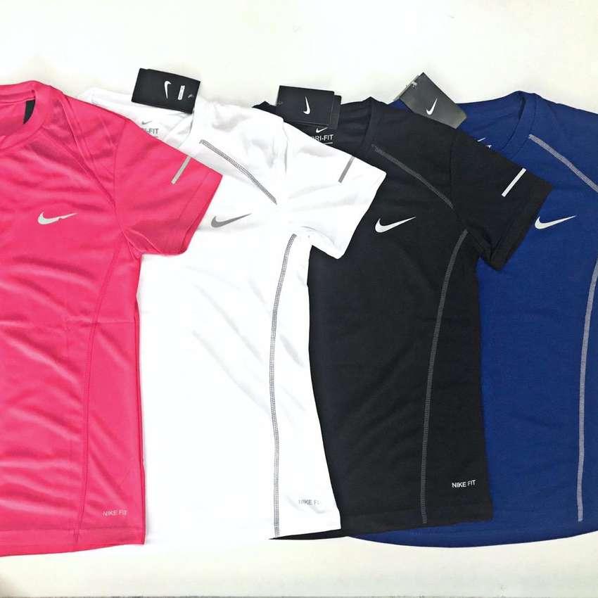 Kaos Olahraga Nike 0