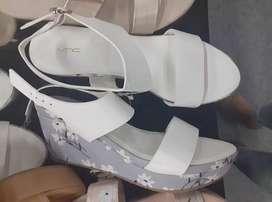 Wedges heels putih white cantik