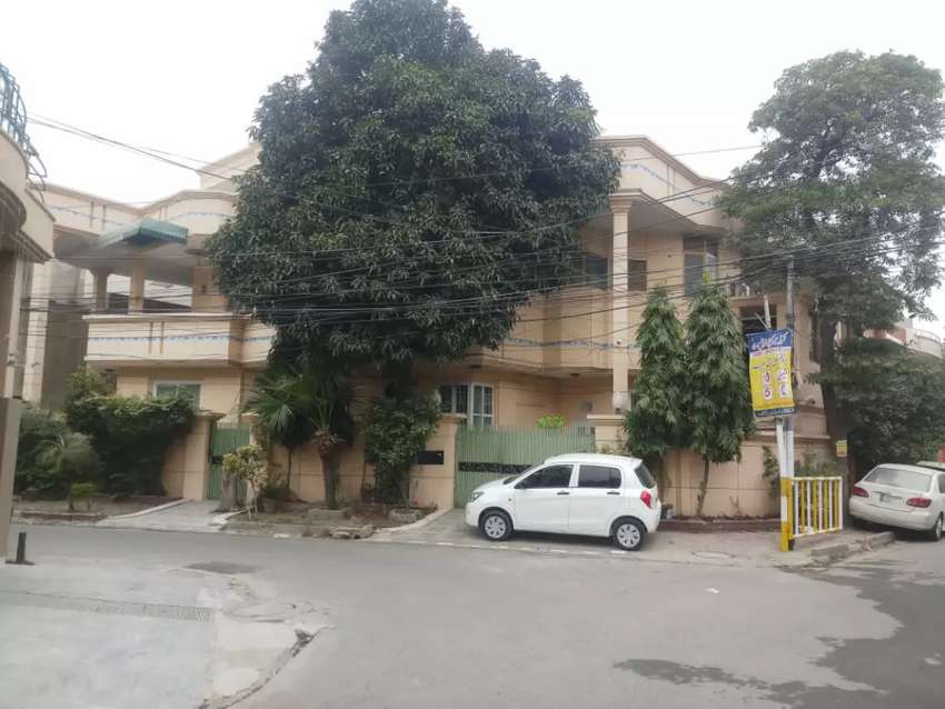 Guest house in Faisal Town lhr room par day 2000 0