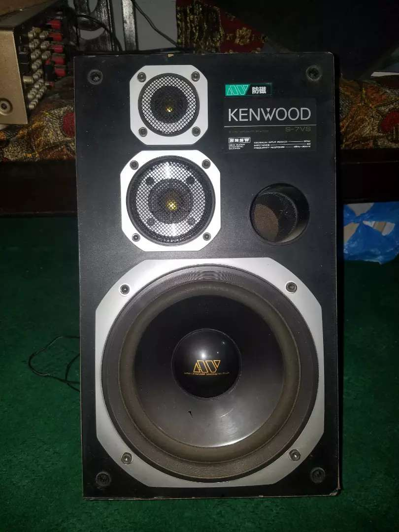Hitachi High Power amplifier With 10 Inch Kenwood Orignal speakers 0