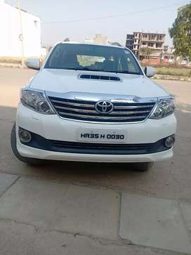 TOYOTA FORTUNER MANUAL 2012 (4X2)