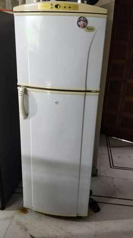 Double door 250 lt Whirlpool refrigerator glq