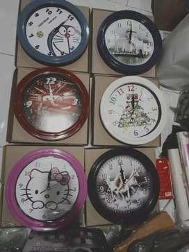 Jam Dinding analog Karakter ukuran Diameter 30cm