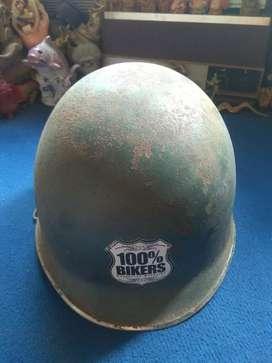 Helm baja militeristik