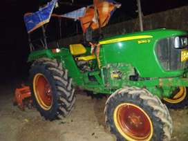 Tractor John Deere 5050D 4wheel drive in good and well condition