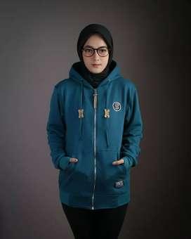 Sweater triplesix zipper logo biru