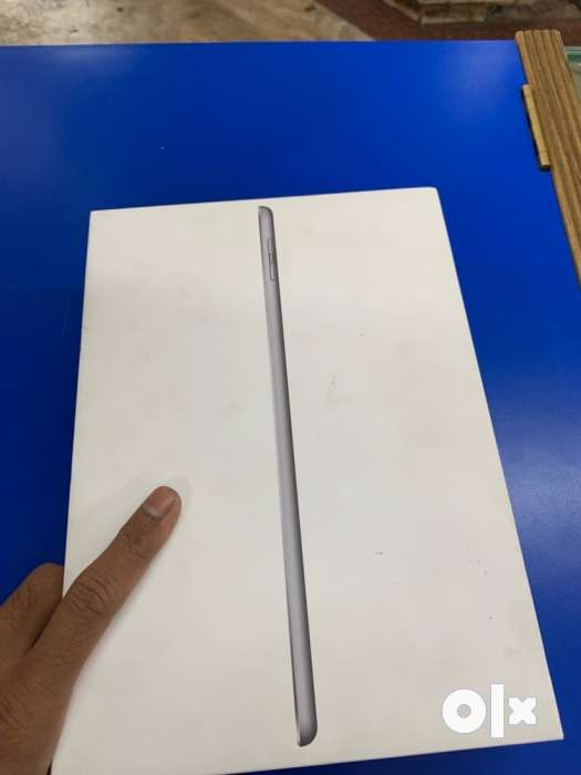 Apple iPad 5th  g 128gb wifi good working condition 0