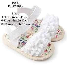 Sepatu bayi baru