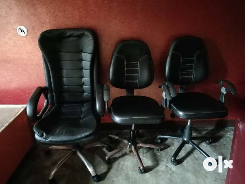 3 Office Chairs with good quality 0