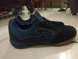 Sepatu specs metasala rival