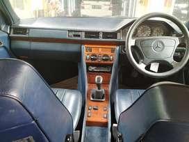 Mercedes Benz W124 E220 Rare Blue on Blue