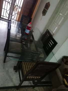 Very gud Condition dining table for sale