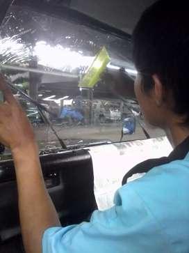 kaca film mobil bening dari dalam pripasi dari luar