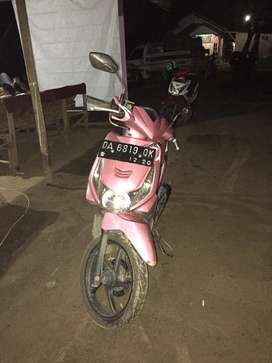Honda beat karbu merah muda tahun 2010