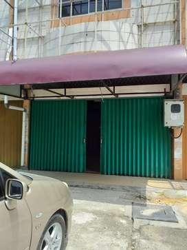Dijual Ruko Tiga Lantai, Full Keramik, Depan Perkantoran