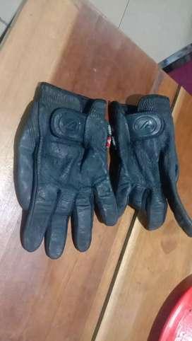 Sarung tangan kulit Rei
