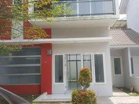 Di jual cepat rumah villa baru Menteng indah halton place uk. 8 x 15 m