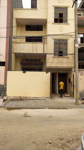 Building for rent in Bawana