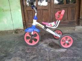 sepeda batita..judul family