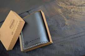 Leather hand crafted tray fold wallet