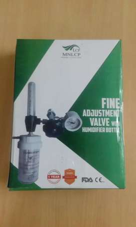 Fine adjustment valve with humidifier bottle