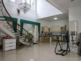 Dijual cepat rumah hoek siap huni di Villa Gading Indah