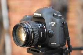 5D Mark iii with 85mm .18 new Shutter 18k Location khanewal Price 255,