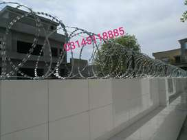Factory Price of installation of Razor Wire and Chainlink Fence