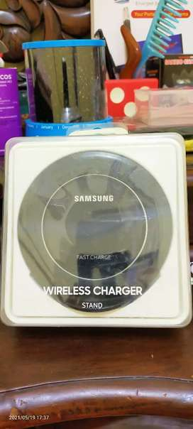 Standing wireless charger samsung
