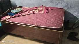 Wooden bed (4\6) with diwan