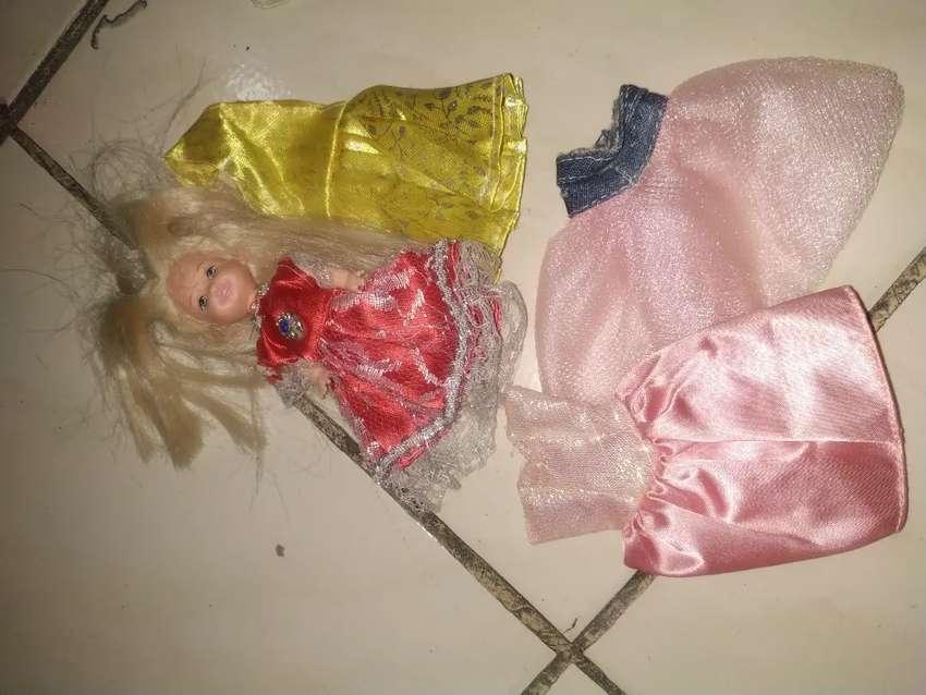 Boneka barbie little + baju 0