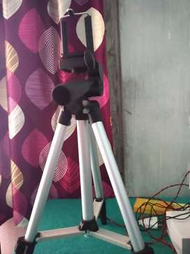 Tripod for mobile and DSLR.